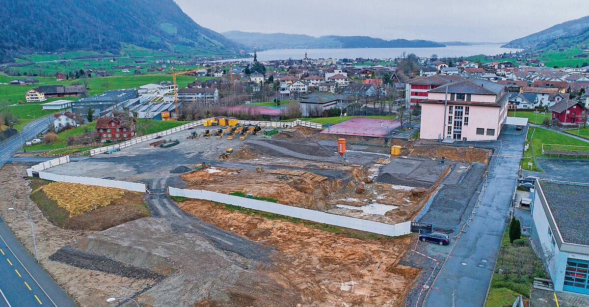 Schul- und Sportzentrum in Oberarth ist eine grosse Baugrube